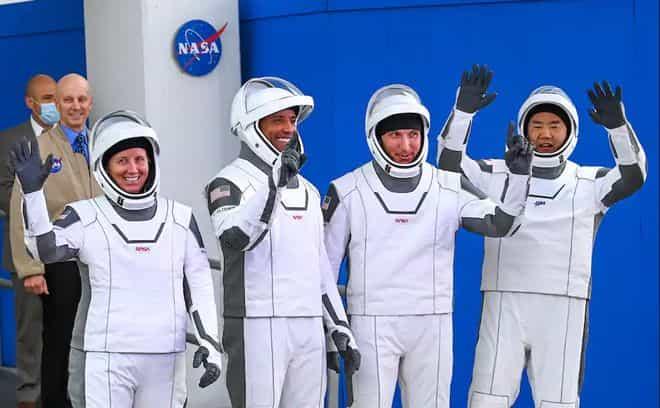 宇航員:龍飛船比航天飛機好,睡起來很寬敞
